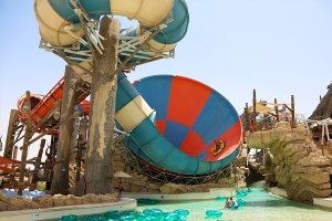 hybrid-hydromagnectic-mammoth-tornado-60-yas-waterworld-abu-dhabi-uae-blue-red-funnel-front