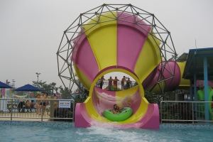 kids-tornado-24-funnels-chimelong-guangzhou-china-pink-yellow