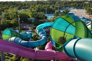 tornado-12-seaworld-aquatica-orlando-florida-usa-green-blue-two-person-raft