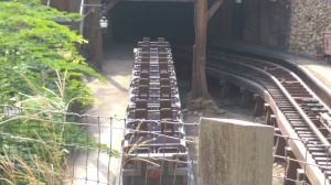Big Grizzly Mountain Runaway Mine Cars (1)