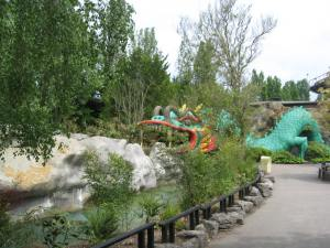 Chessington Dragon Falls (3)
