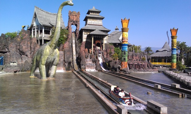 Intamin rich history with logs, pirogues and cars: Part 6 of our Log FlumeHistory