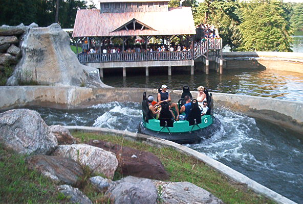 lake-compounce-hopkins-rapids-6