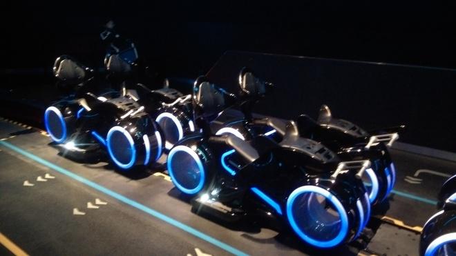 TRON Lightcycle / Run [Magic Kingdom - 2021] - Page 3 Tron-lightcycles-power-run-shanghai-disneyland-8