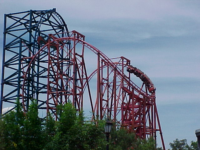 Chiller Cobra Roll Ello Coaster