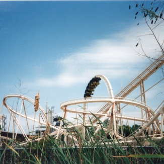 Batman: The Escape from Ello Coaster, the odd Helix is on the left.
