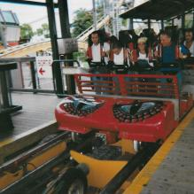 ATTRACTION : Le Cobra - Intamin AG Train-cobra-la-ronde-2000